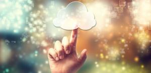 woman cloudcomputing